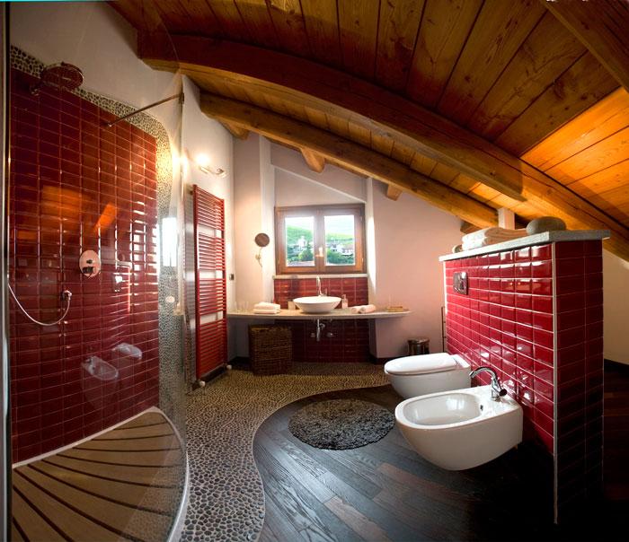 http://www.bottiglieriabarolo.it/img/regali_aziendali/soggiorno/bagno_mansardaG.jpg